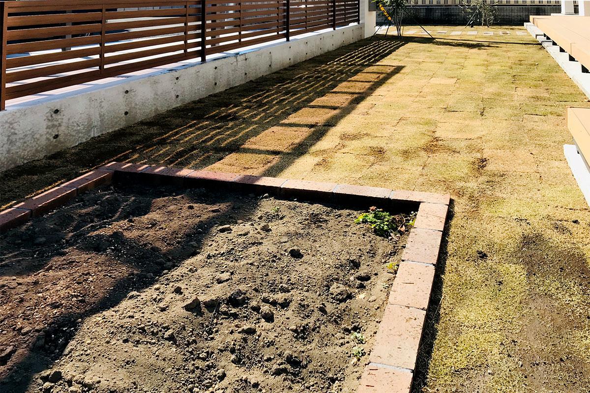 フェンス 芝 花壇